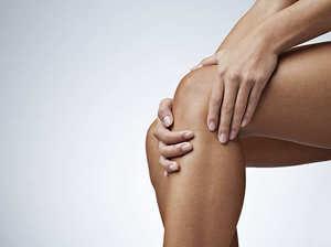 К чему чешется левая или правая коленка