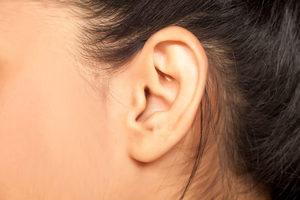 К чему горит левое ухо? приметы и народные суеверия