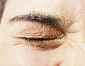 Что означает если дергается правый глаз